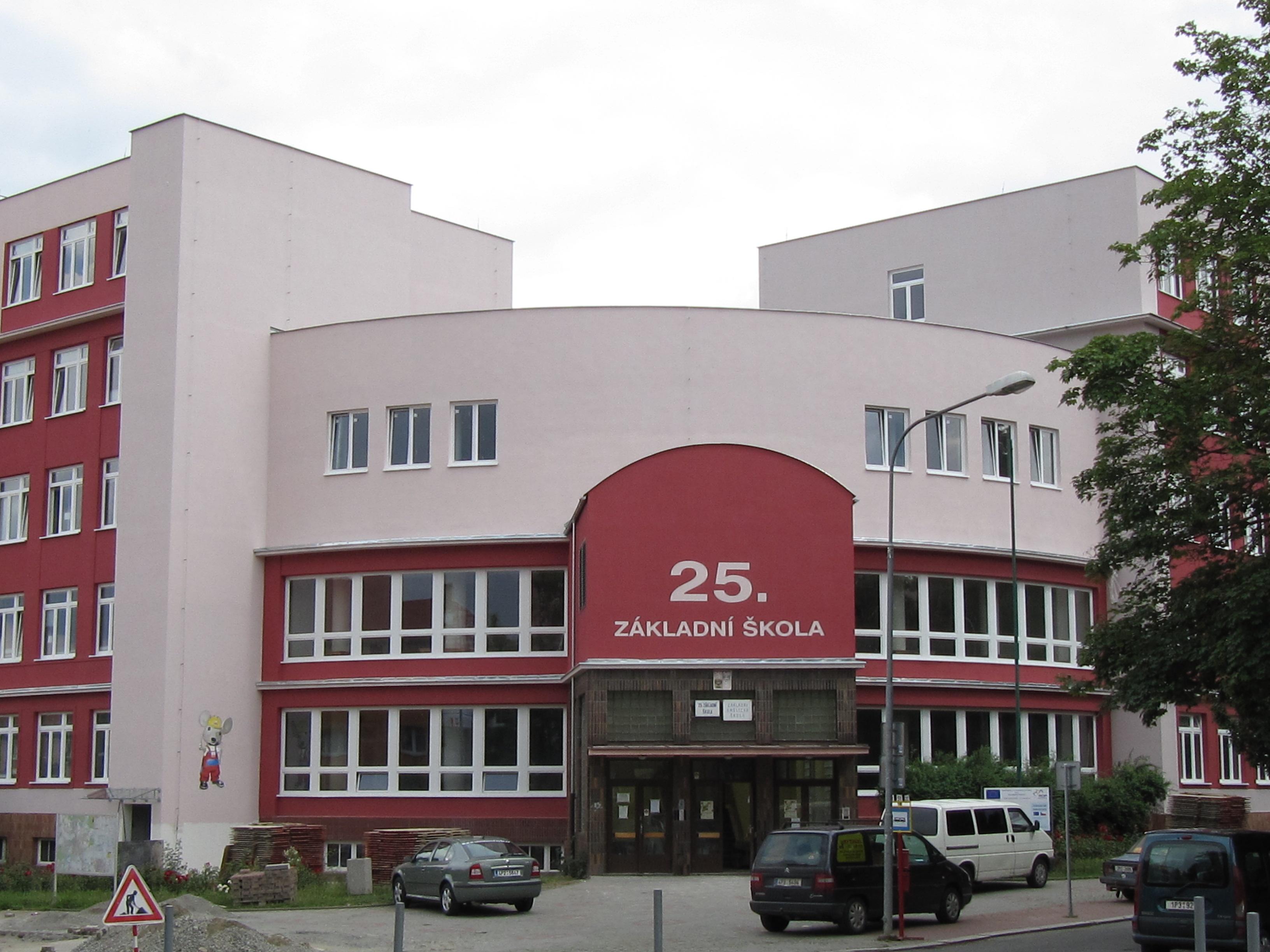 691ee1a4b7b Rekonstrukce budovy školy